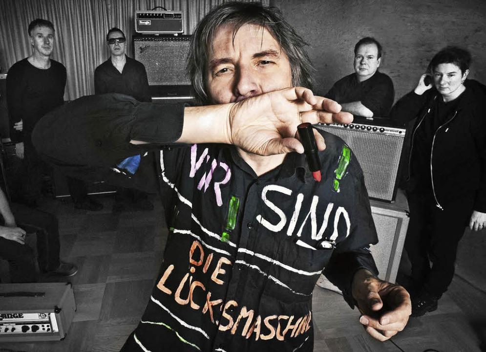 Peter Hein (vorne) und die Fehlfarben  | Foto: Julia Hoppen
