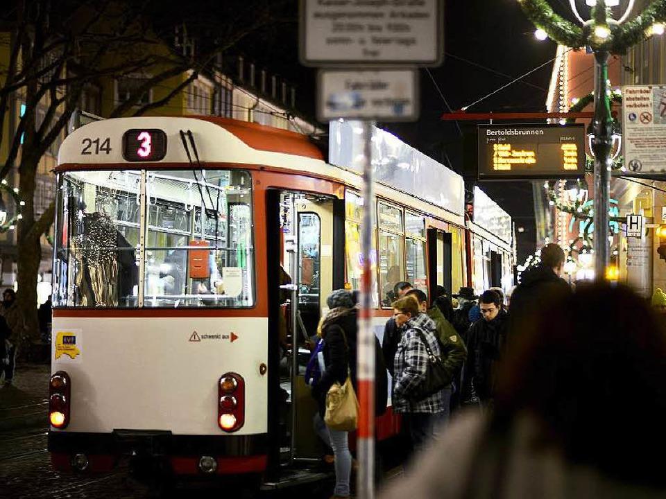 Freiburgs Bahnen sind bei Nachtschwärmern beliebt.  | Foto: Schneider