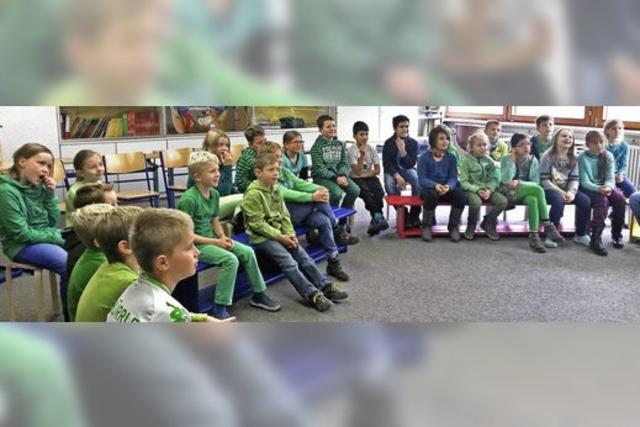 Kinderbuchautor gestaltet Schulstunde