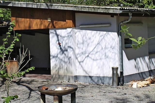 Naturfreunde richten ihre Hütte her