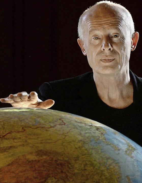 Er will die Erde vor der Katastrophe b...nhuber in seinem Institut in Potsdam.     Foto: dpa