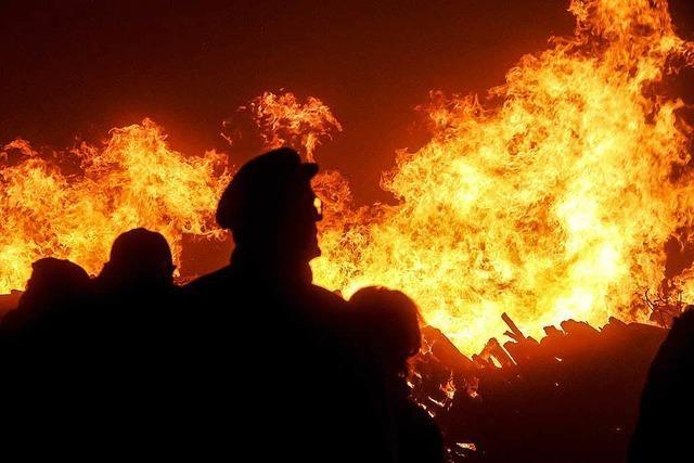 Müllheimer und Auggener protestieren mit Mahnfeuer gegen Bahnpläne