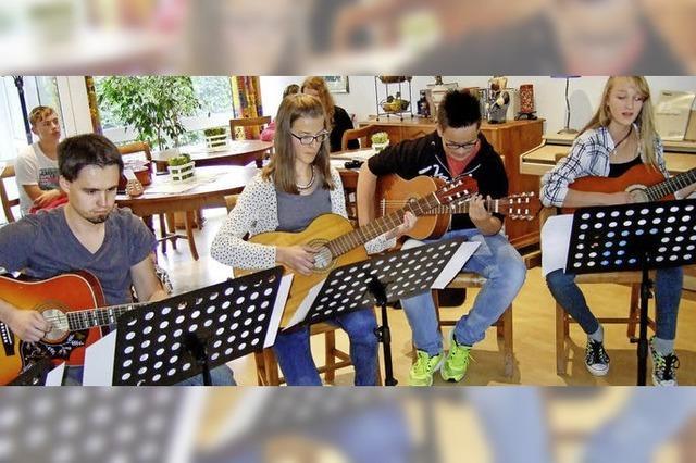 Fachbereich Zupfinstrumente, Streicher- und Holzbläserklassen und Gitarrenensembles der JMS in Friedenweiler