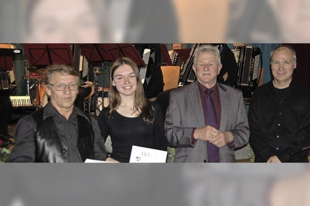 Dieter Miesmer spielt seit 50 Jahren Akkordeon im Verein