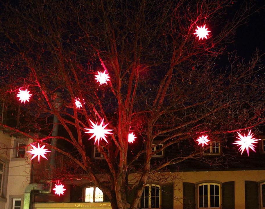 Firmen und Gemeinde spendieren der Got...sbeleuchtung mit Herrenhuter Sternen.   | Foto: Mario Schöneberg