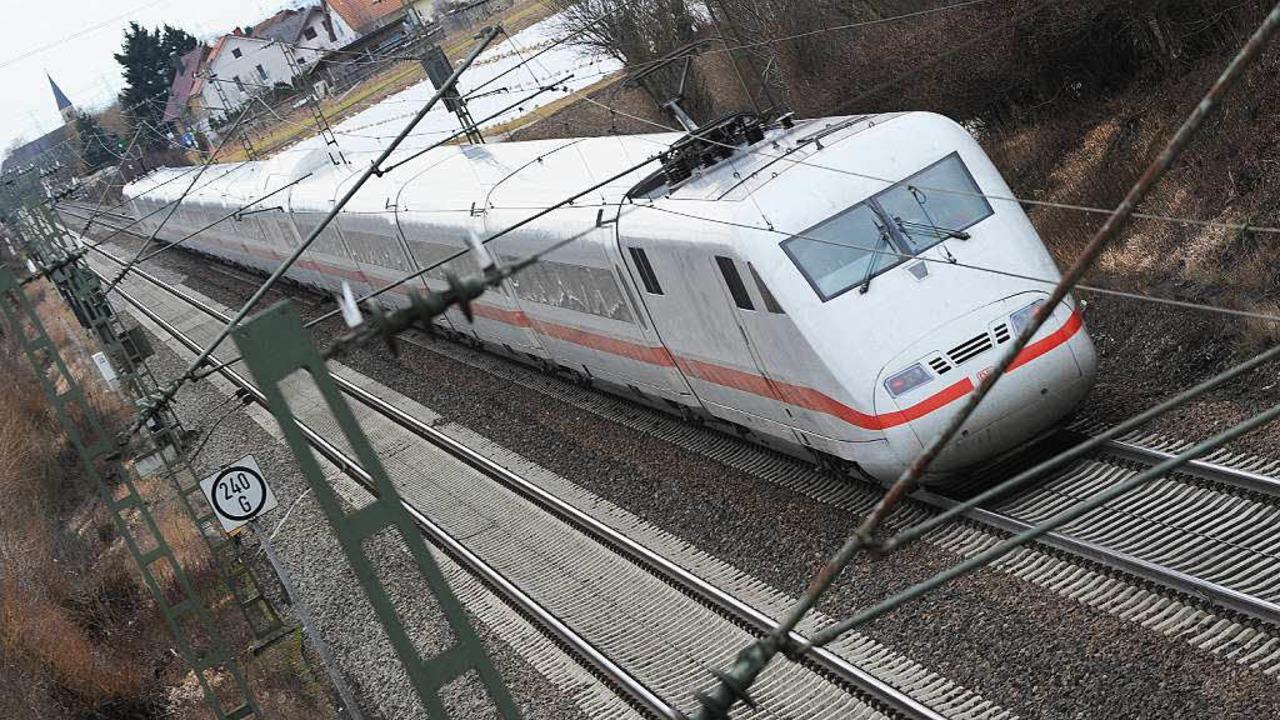 Ein ICE auf der Rheintalbahn  | Foto: dpa
