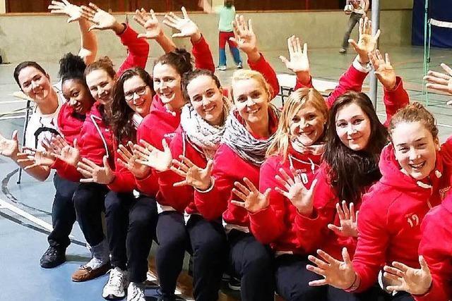 Offenburger Zweitliga-Volleyballerinnen feiern ihren zehnten Sieg