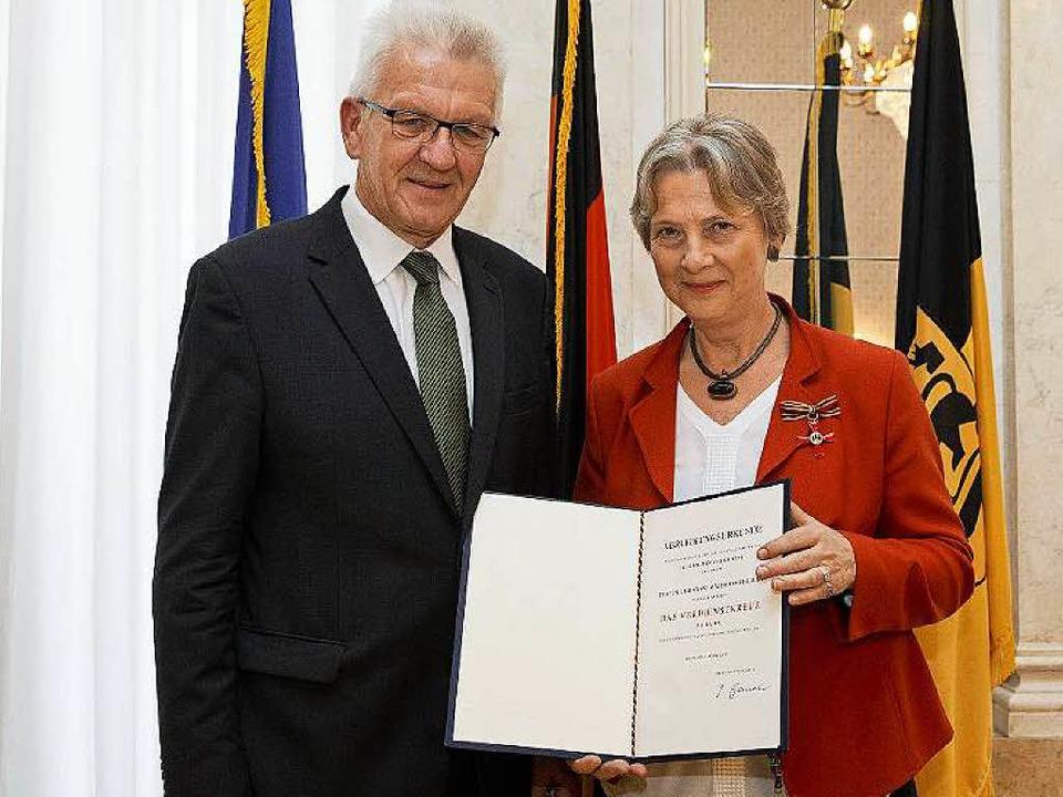 Baden-Württembergs Ministerpräsident W...r das Bundesverdienstkreuz verliehen.     Foto: Staatsministerium