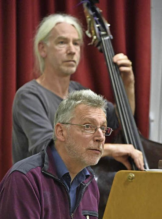 Volle Konzentration ist gefragt &#8211...en Sängerinnen und Sängern des Chors.     Foto: Michael Bamberger