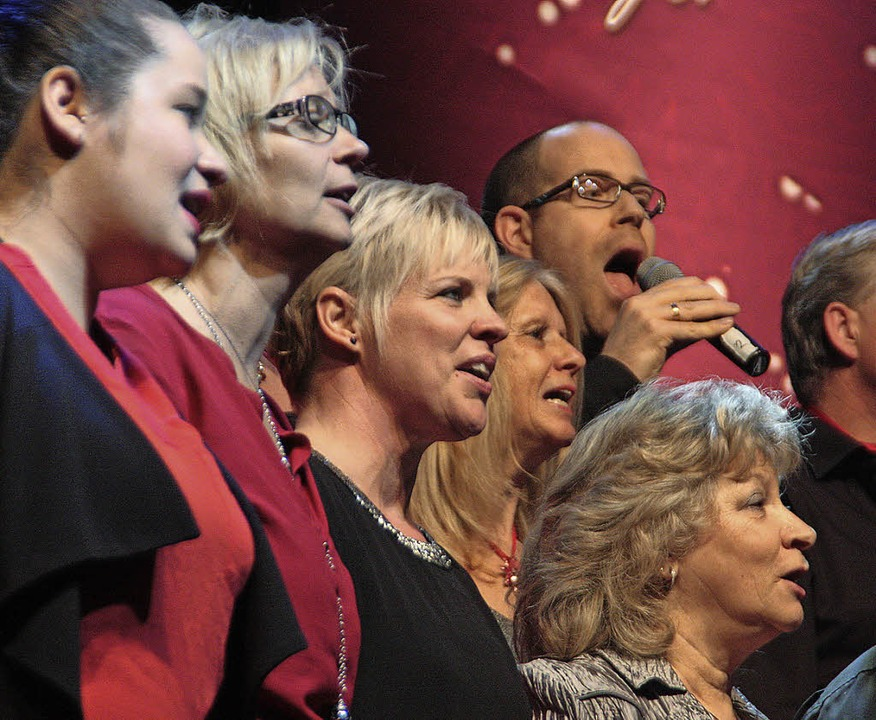 Die New Gospel Singers aus Murg eröffn...pige Gospelkonzert im Gloria-Theater.   | Foto: Jörn Kerckhoff
