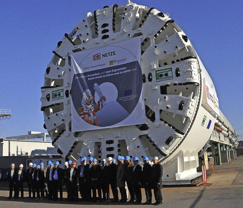 Elf Meter Durchmesser: Bohrmaschine für den Bahntunnel.   | Foto: Seller