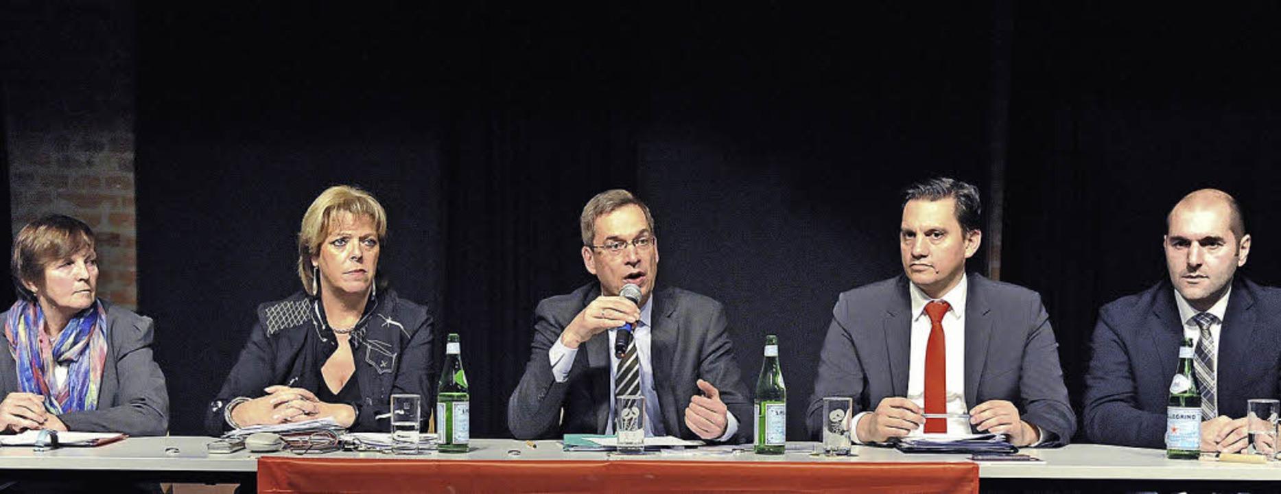 Unter den Parteipolitikern ließ Landra...weiter von rechts MdB Johannes Fechner  | Foto: Markus Zimmermann