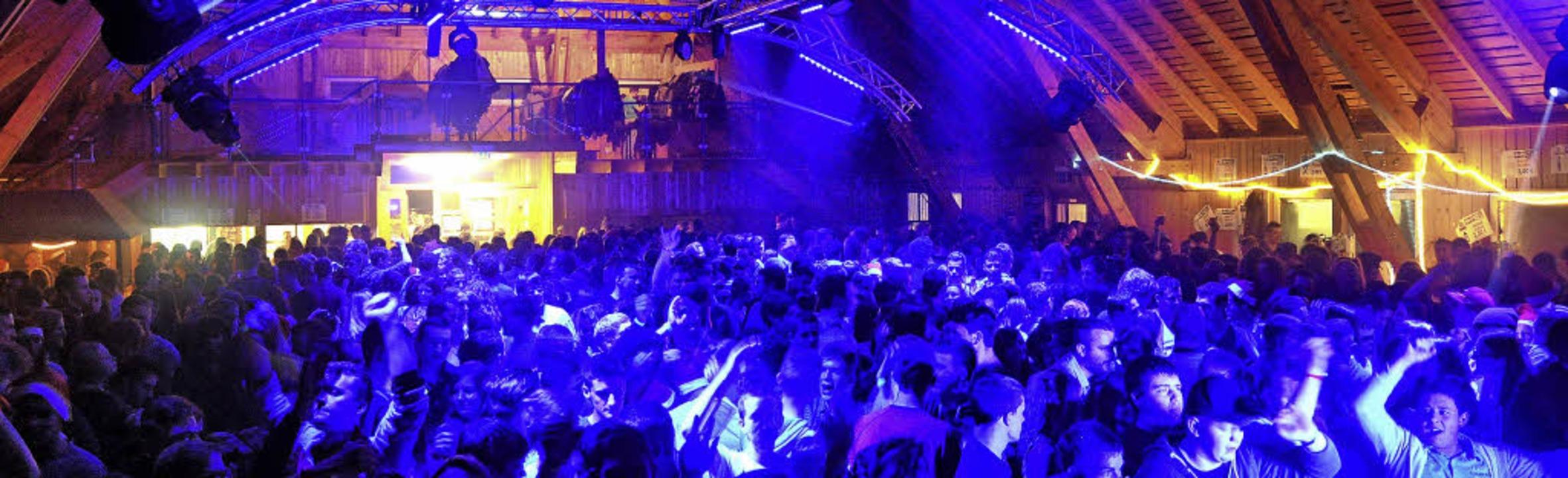 Die Schwarzwaldhalle in St. Märgen war.... Zur Dorfparty kamen rund 1200 Leute.  | Foto: Mobile Disco Nightflyer