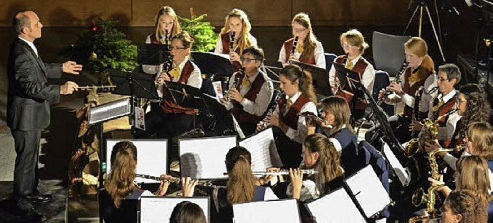 Musikverein Brombach mit Dirigent  Carl-Philipp Rombach   | Foto: zvg