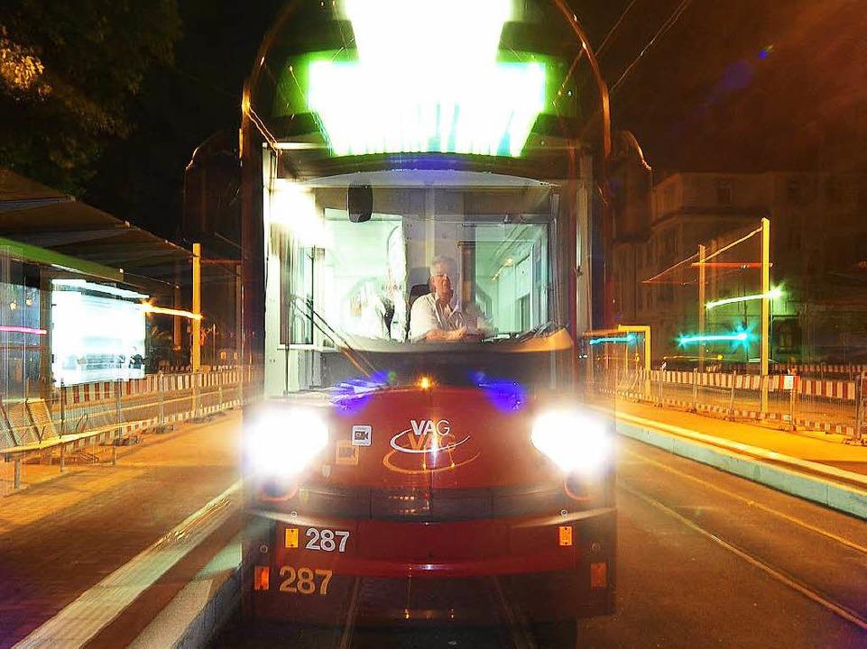 Auch nachts sind die Straßenbahnen in ...en Wochenenden sogar rund um die Uhr.   | Foto: Thomas Kunz