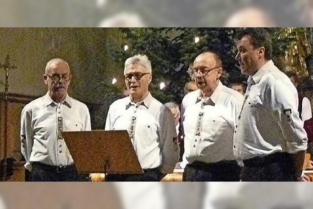 Mit dem Männergesangverein Harmonie Schollacht der Gruppe Viergesang Buchenbach in Friedenweiler