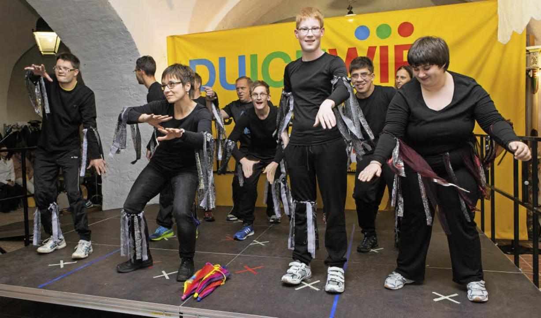 Die Lebenshilfe-Sportgruppe des Sportvereins Waldkirch zeigte einen  Tanz.    Foto: Photographer: Gabriele Zahn