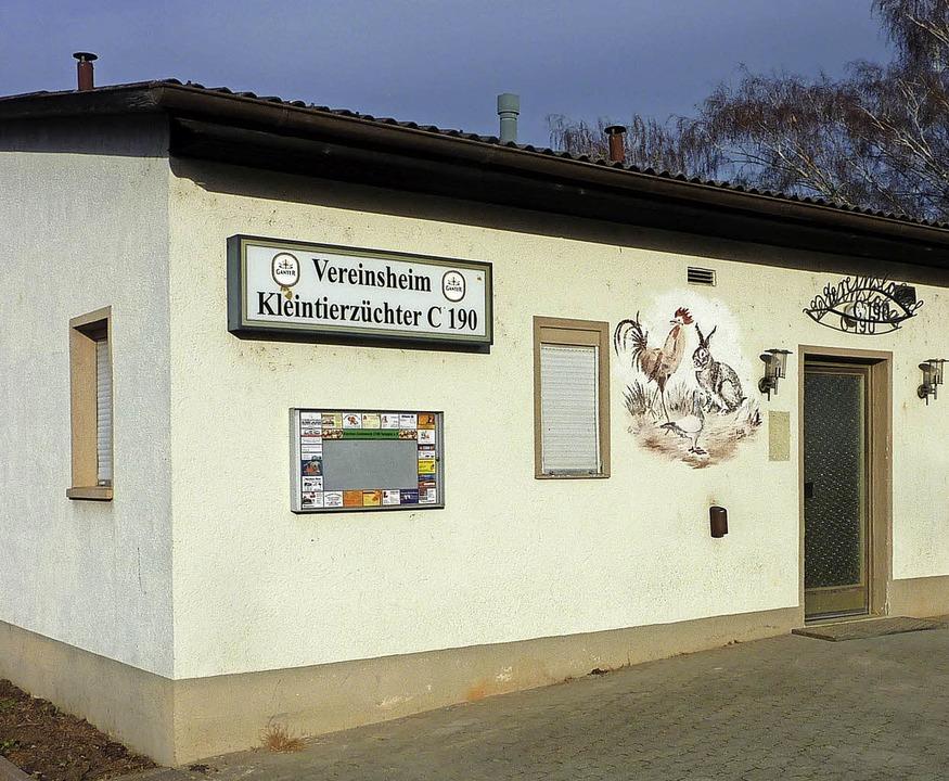 Das Vereinsheim der Teninger Kleintier... Probelokal der Guggemusiker geworden.    Foto: Karlernst Lauffer