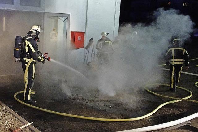 Feuerwehr löscht nächtlichen Schwelbrand