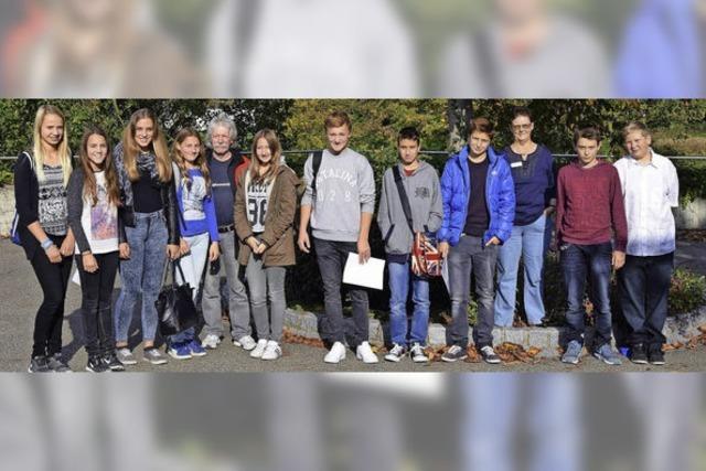 Jugendliche besuchen Patienten