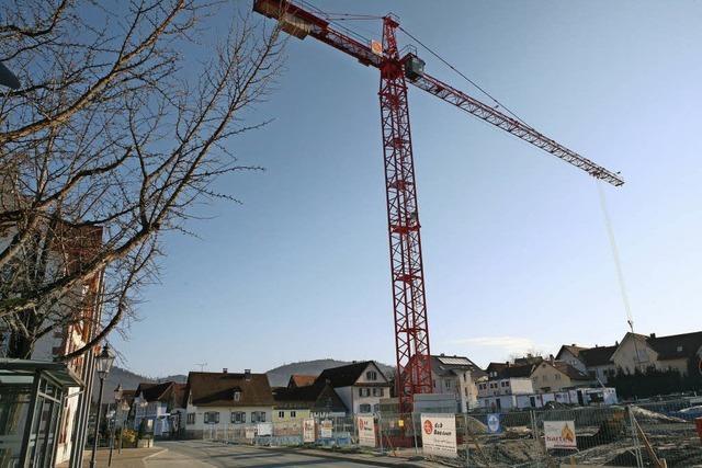Kran an der Baustelle fürs Friesenheimer Ortszentrum