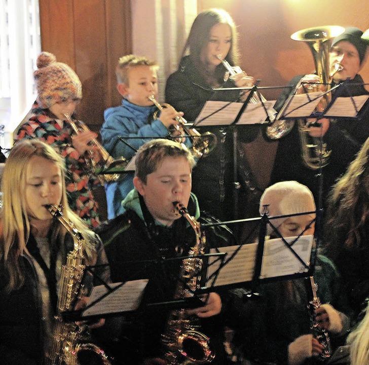 Die Jugendkapelle bei ihrem abendlichen Auftritt  | Foto: Mario Schöneberg