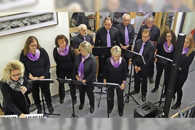 Chor stimmt Senioren auf Weihnachten ein