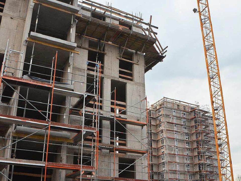 Die beiden Hochhäuser der Wohnbau in d...hestraße machen große Baufortschritte.  | Foto: Ingrid Böhm-Jacob