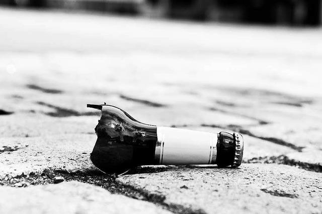 Rollerfahrer mit zwei Promille verliert Bier