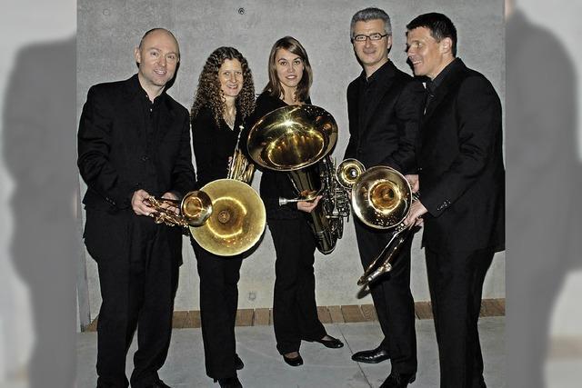 Das Blechbläserquintett Fanfare Royal spielt im Rieselfeld.