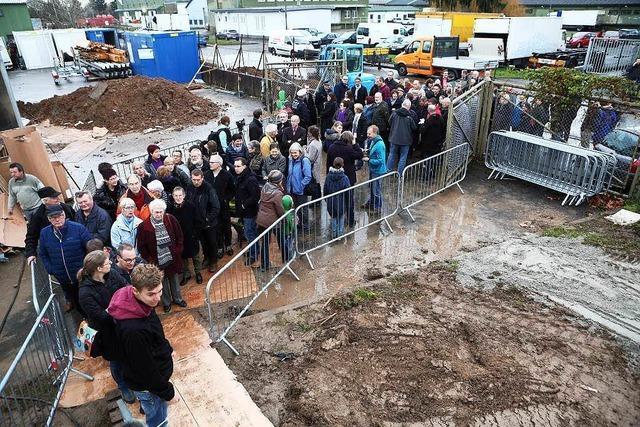 300 Lahrer besichtigen die neue Containerunterkunft für Flüchtlinge