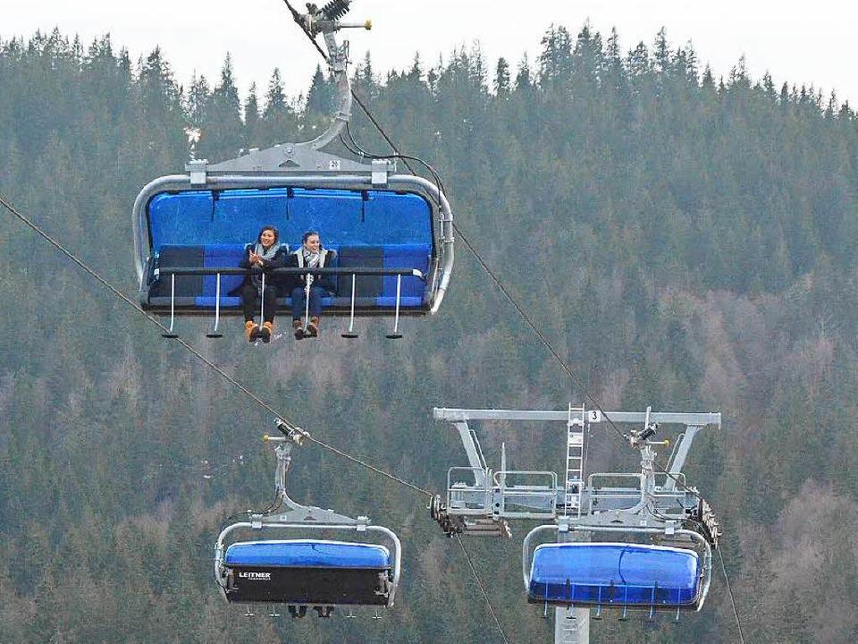 Die neue Zeiger-Sechsersesselbahn im Skigebiet Feldberg ist in Betrieb.  | Foto: Sebastian Barthmes