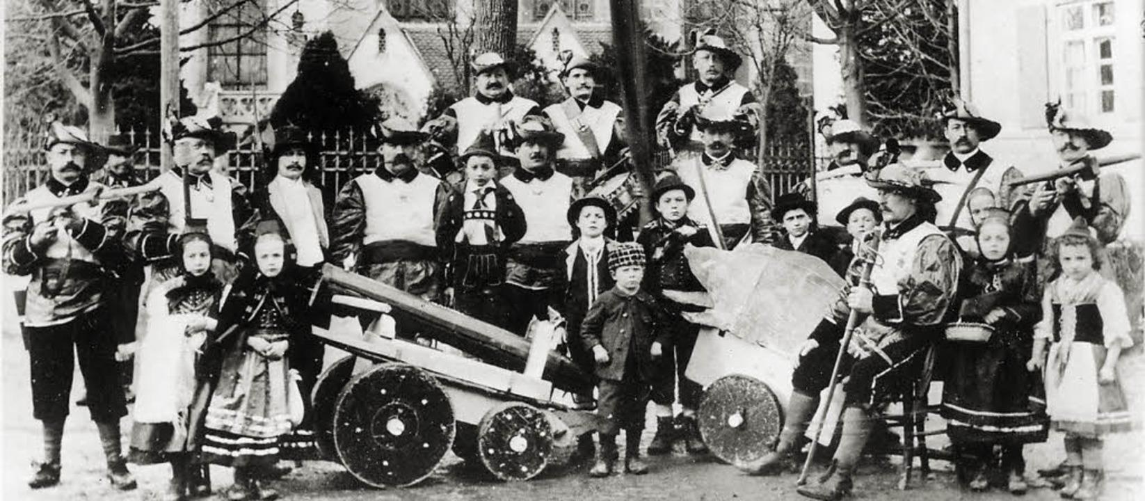 Darsteller des 1909 aufgeführten Kirch...it dem Ringwunder aus der Kuno-Sage.    | Foto: Archiv Foto-Bank/Dargleff Jahnke