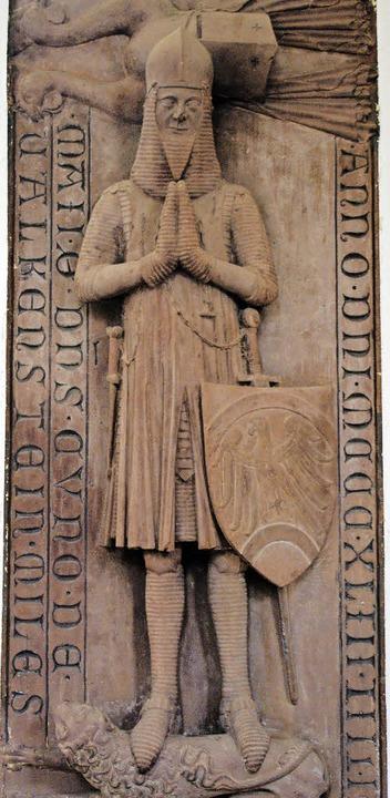 Die Grabplatte des Ritters Kuno von Fa...Langhauswand  in der St. Galluskirche.  | Foto: Dargleff Jahnke/Archiv