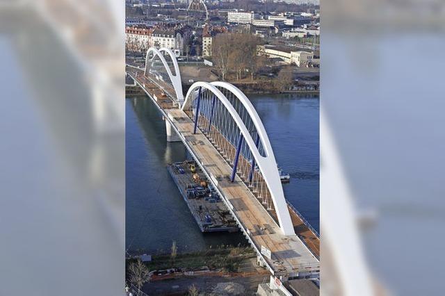 Eine Brücke für die Tram