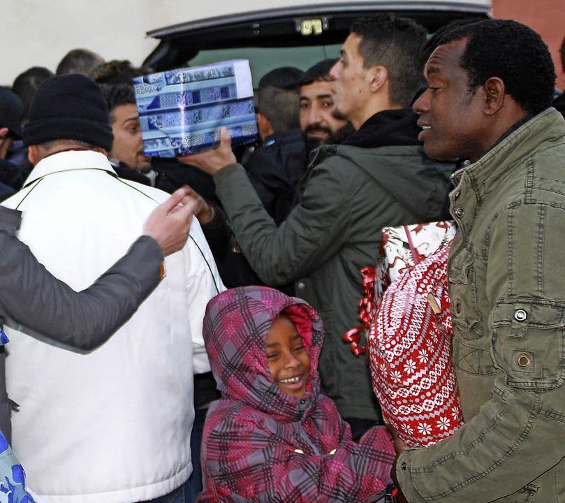 Groß und Klein freuten sich über die W...ed für Flüchtlinge organisiert hatte.   | Foto: Leutenecker