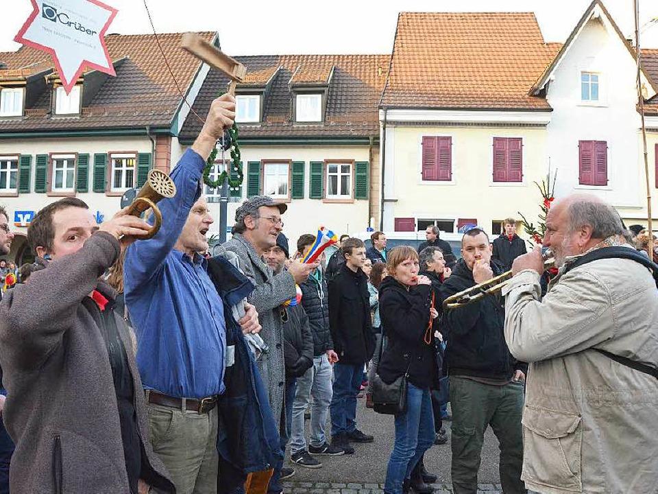 Rätsche, Horn, Trillerpfeife oder Vuvuzela – Hauptsache laut!    Foto: Ulrich Senf