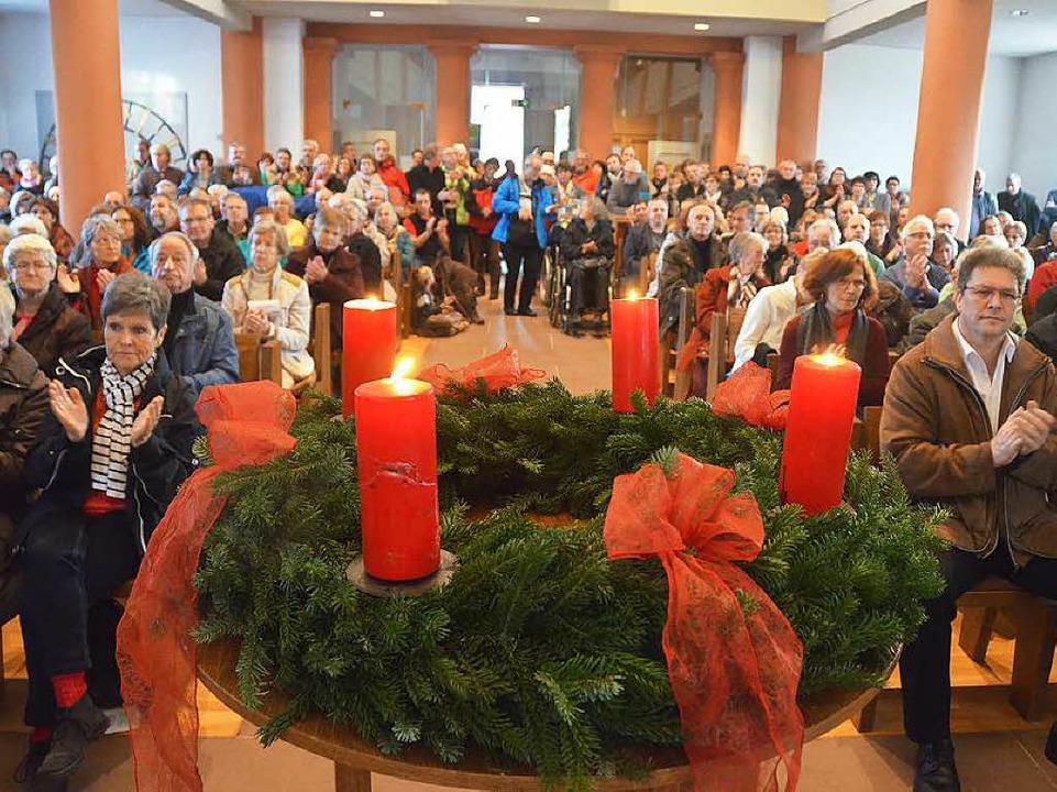 Überwältigende Kundgebung der Solidari...ner Stadtkirche keinen Sitzplatz mehr.    Foto: Ulrich Senf