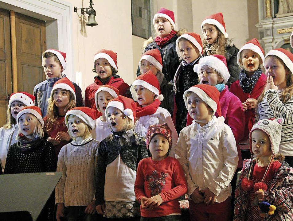 Der Kinderprojektchor stimmte weihnachtlich.   | Foto: Sabine Model