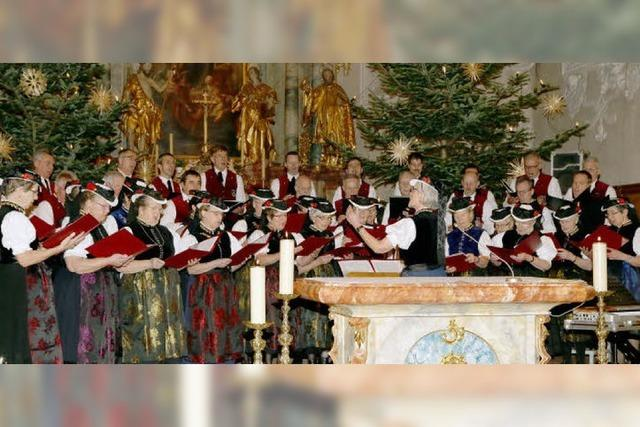 Vielstimmiger Chor füllt die Kirche