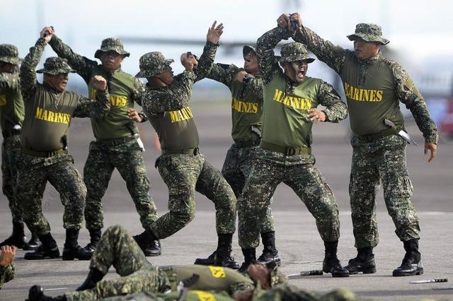 Philippinische Streitkräfte feiern Geburtstag