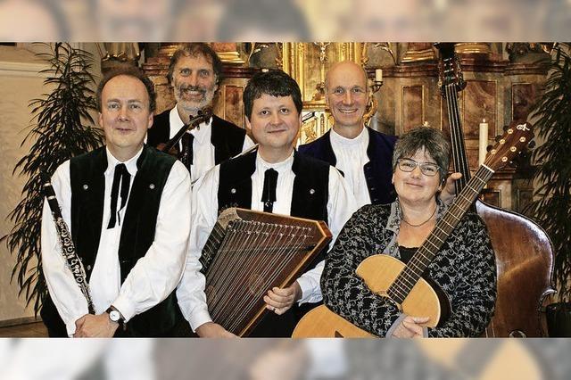 Schwarzwälder Stubenmusik St. Peter, der Grödner Frauendreigesang (Südtirol, mit Otto Dellago, Gitarre) und das Brass Quintett St. Peter in Breitnau