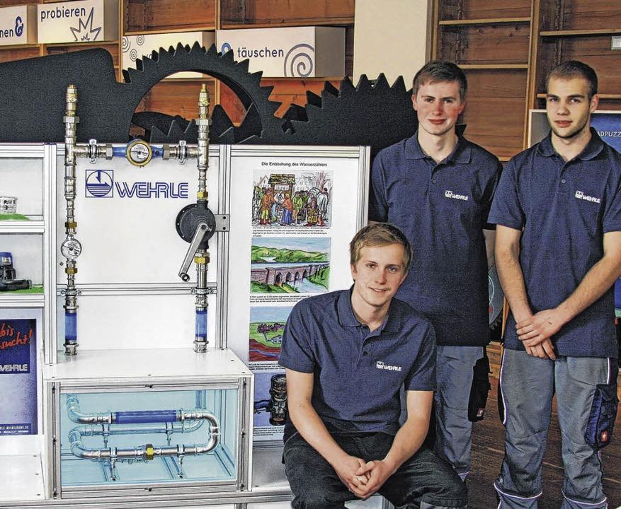Ein Wasserzähler-Demonstrationsobjekt ...ch und Marcel Baier mit dem Exponat.    | Foto: Firma  Wehrle