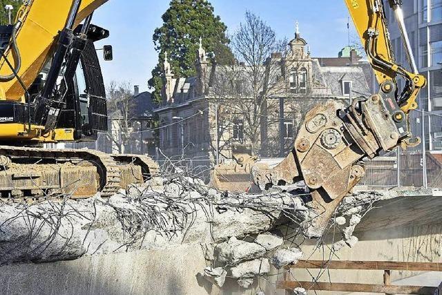 Die Abrissarbeiten an der Kronenbrücke haben begonnen