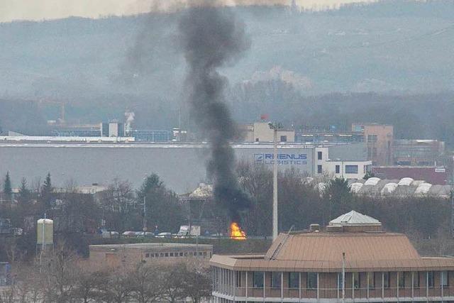 Kleinwagen geht in Flammen auf