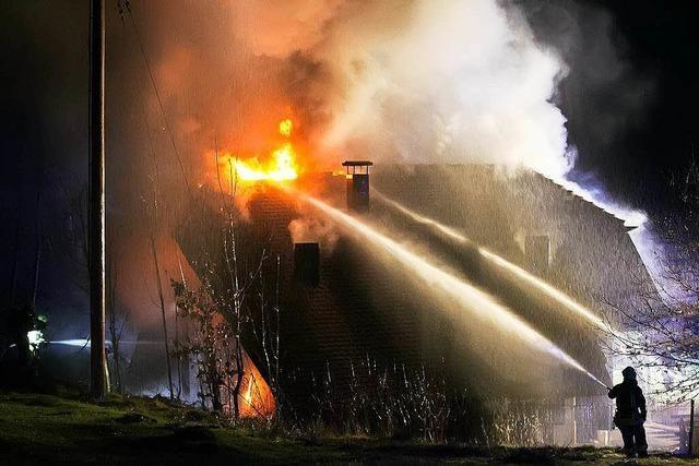 Hütte der Sportfischer in Flammen – Ursache unklar