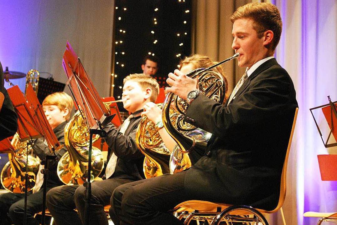 Volle Konzentration im Jugendorchester...ng für das Spiel kann man sogar sehen.  | Foto: Sylvia-Karina  Jahn