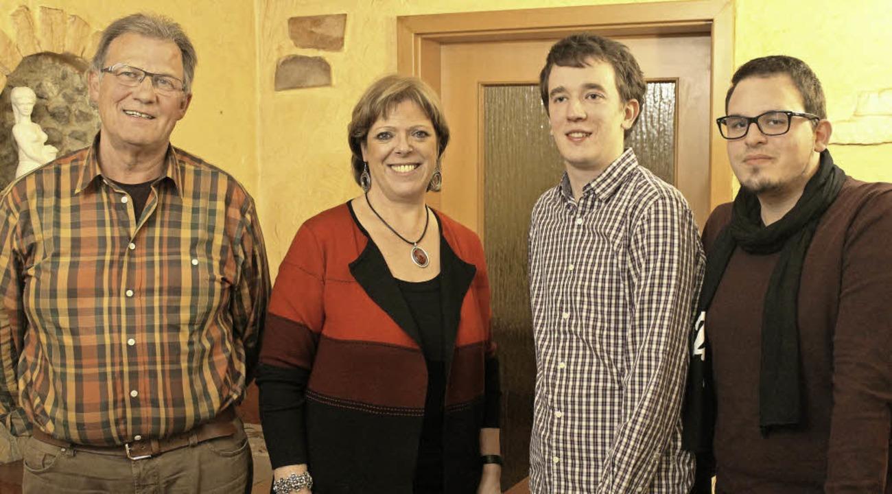 Ehrung bei der Wyhler SPD. Von  links ...ölfle, Simon Bengel und Raphael Pfaff.  | Foto: Privat