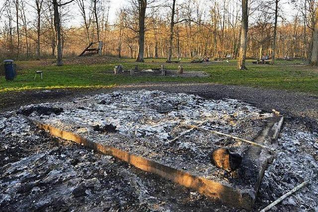 Grillhütte in Freiburgs Mooswald abgebrannt