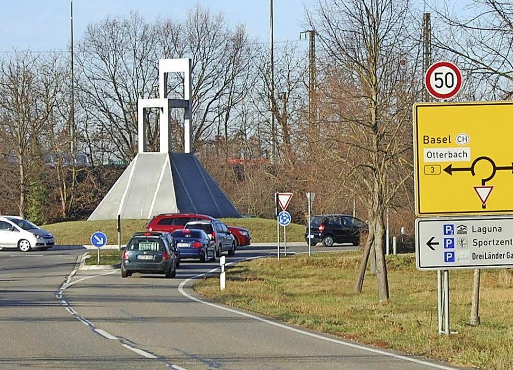 Hinter dem Otterbacher Kreisel soll de...n hindurch nach Friedlingen erfolgen.   | Foto: Herbert Frey